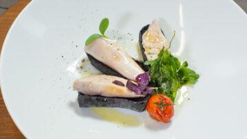 Calamaro Ripieno di Mortadella su Crostone di Pane nero
